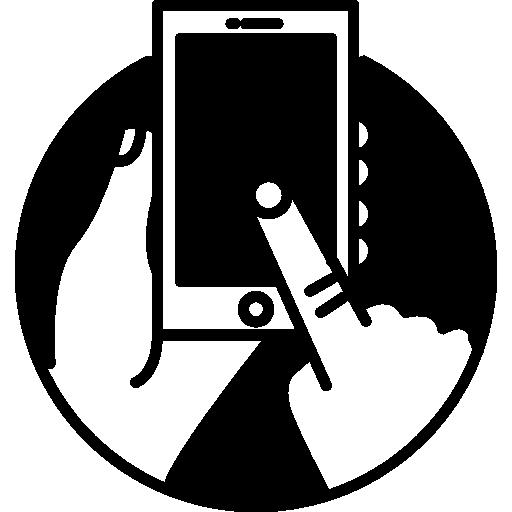 téléphone à écran tactile dans des mains humaines à l'intérieur d'un cercle  Icône gratuit