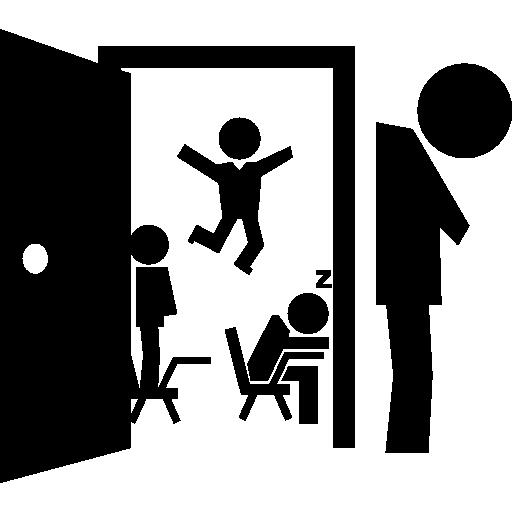 다른 태도의 학생과 교실 문을 열고 교사는 피곤하고 머리를 숙이고 사임했습니다.  무료 아이콘
